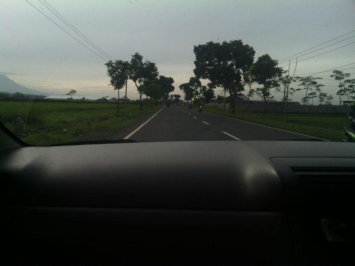 jalan lurus dan sepi