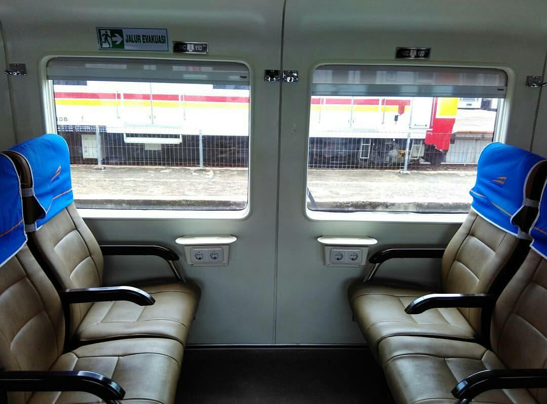 4700 Koleksi Gambar Kursi Gerbong Kereta HD Terbaik